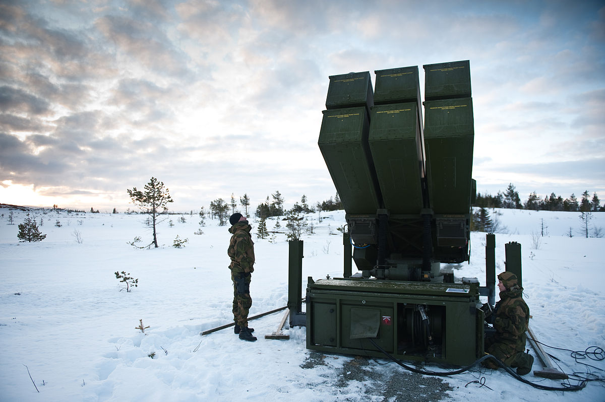1200px-Norwegian_Advanced_Surface_to_Air_Missile_System