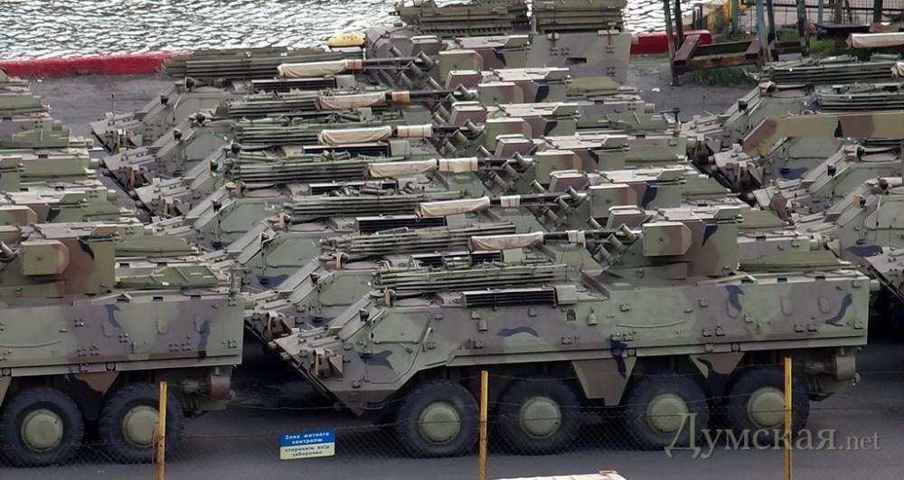 Предназначавшиеся для Ирака БТР-4 возвращаются на Украину