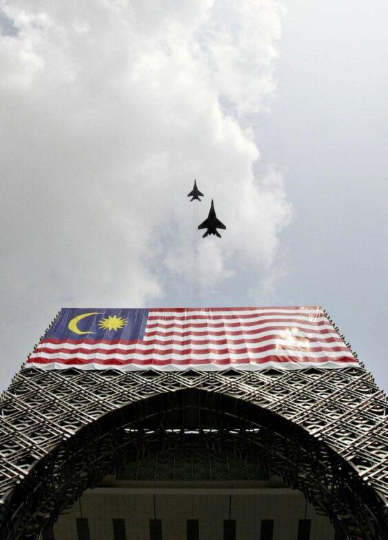 Tengku-Bahar_AFP_East-News-000_HKG2005083110106-563x782