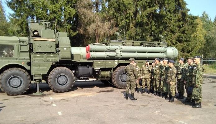 Зенитные управляемые ракеты 9М96 в составе зенитной ракетной системы С-400