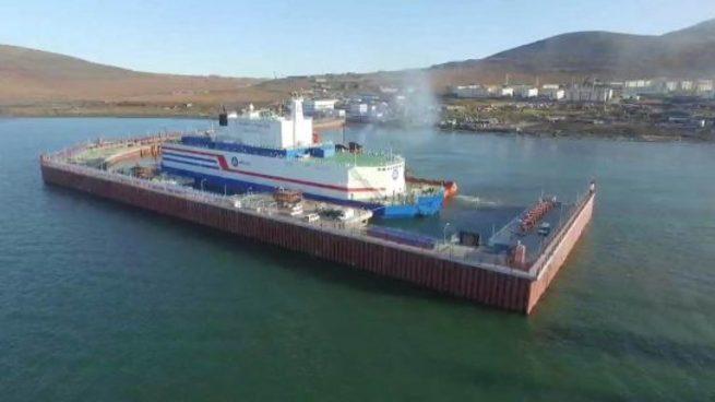 Плавучий атомный энергоблок «Академик Ломоносов» прибыл к месту базирования в Певек