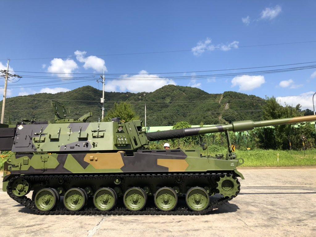 Церемония выкатки первой южнокорейской 155-мм самоходной гаубицы К9 для Норвегии