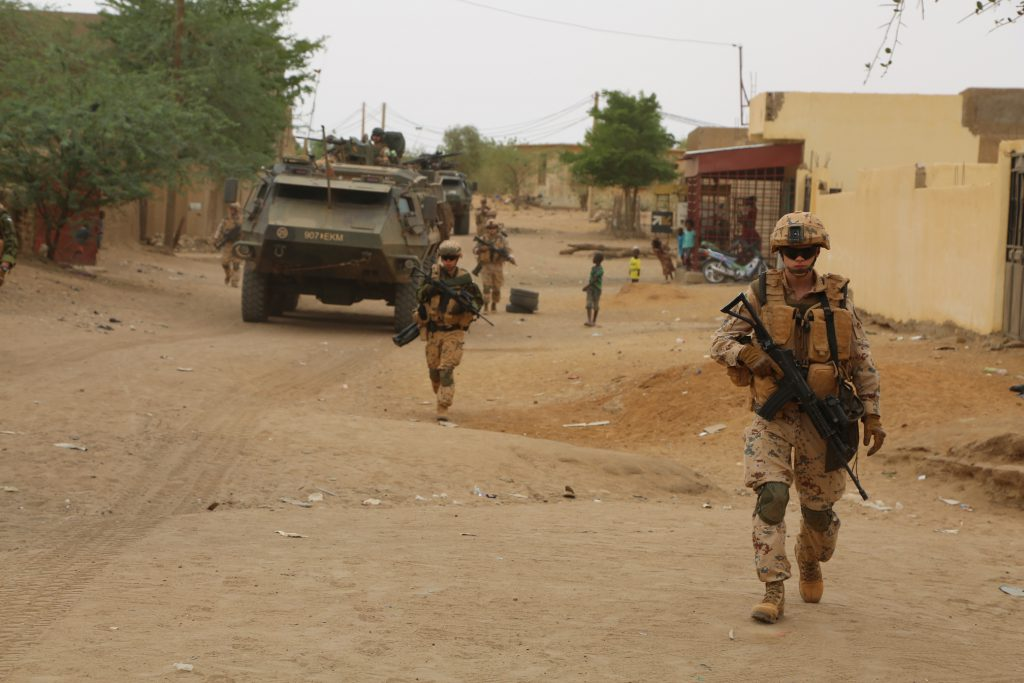 Estonian-soldiers-patrolling-in-Mali-1024x683
