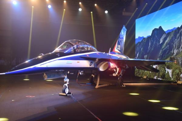 Новый тайваньский реактивный учебно-боевой самолет Yongying