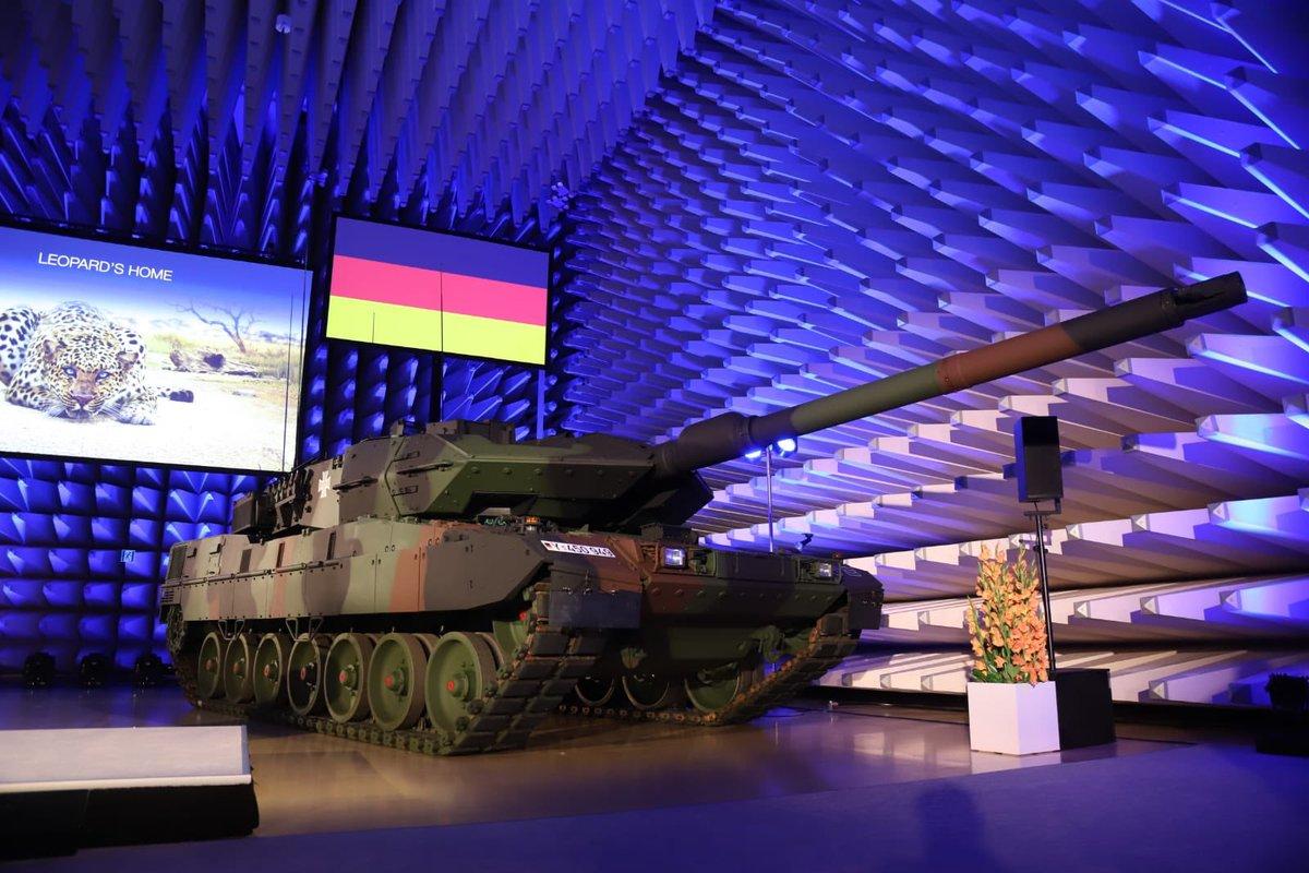 Передача Бундесверу первого модернизированного танка Leopard 2A7V