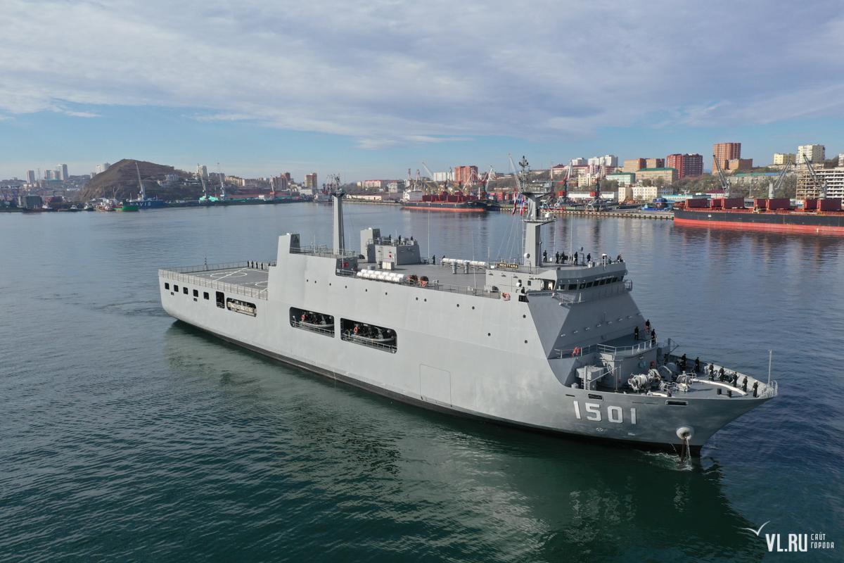 Новый десантный вертолетный корабль-док Moattama ВМС Мьянмы во Владивостоке