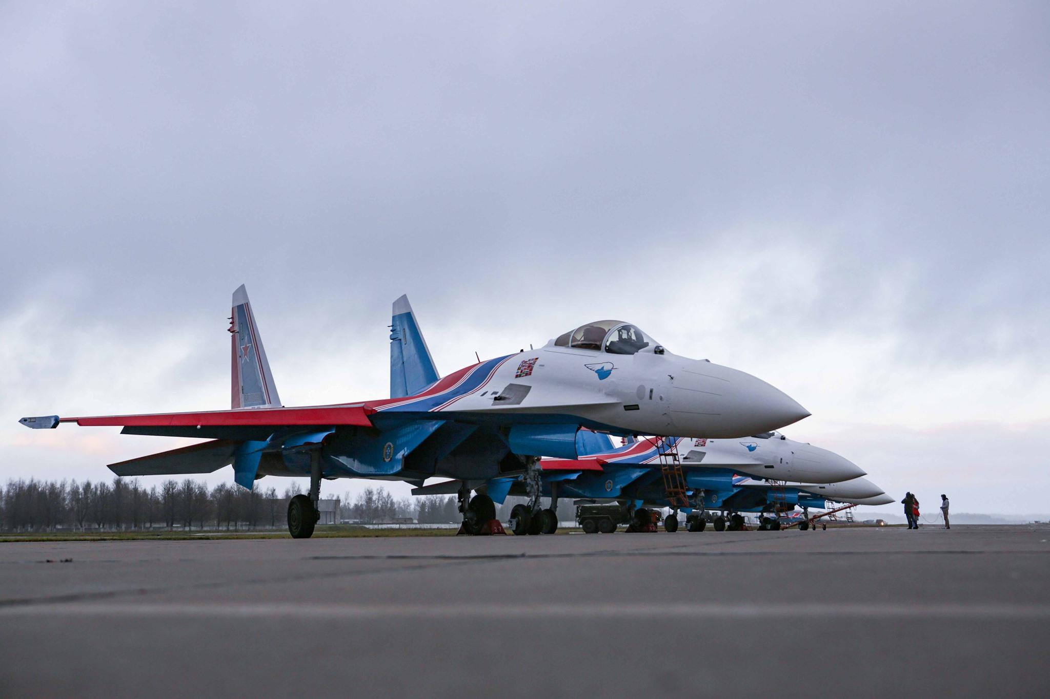Четыре истребителя Су-35С переданы группе «Русские Витязи»