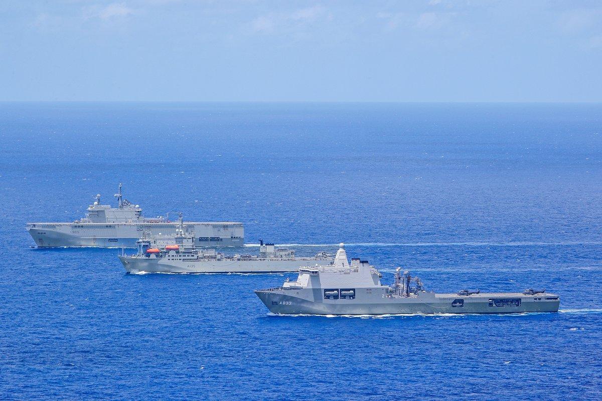 Европейские десантные корабли в едином строю EYAW8JrWkAA93rs