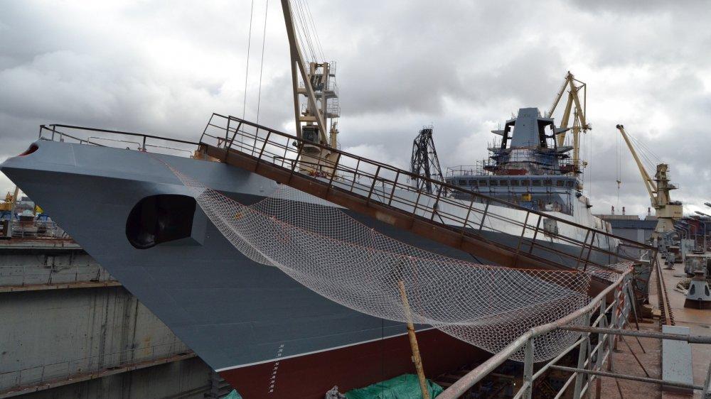 16-8546777-fregat-admiral-golovko-v-doke