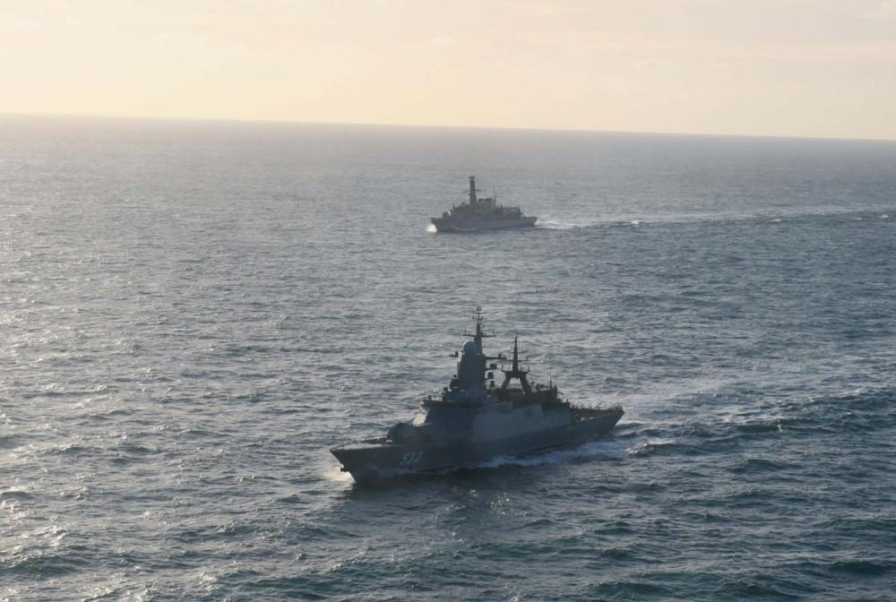 HMS Lancaster shadows Boikiy2