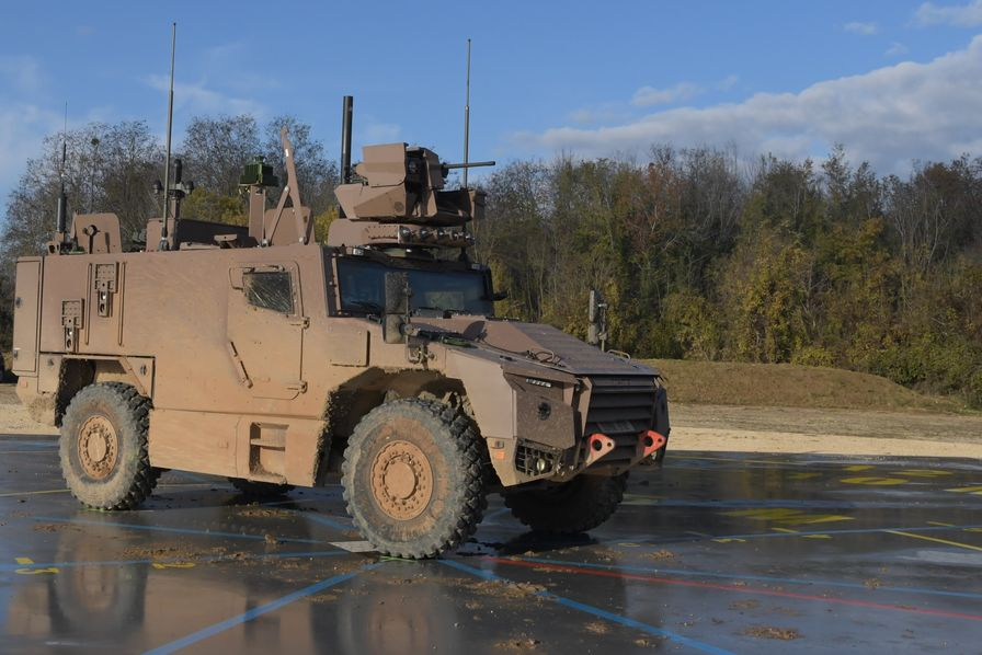 ce-vehicule-blinde-4x4-de-classe-15-tonnes-concu