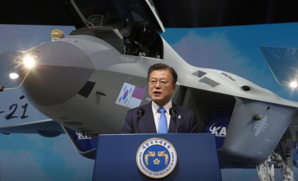 Первый образец южнокорейского перспективного истребителя KF-21 Boramae FX