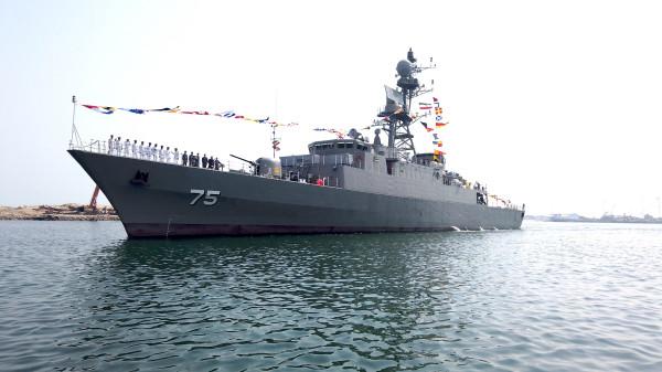 В состав ВМС Ирана официально вошли легкий фрегат Dena и тральщик Shahin