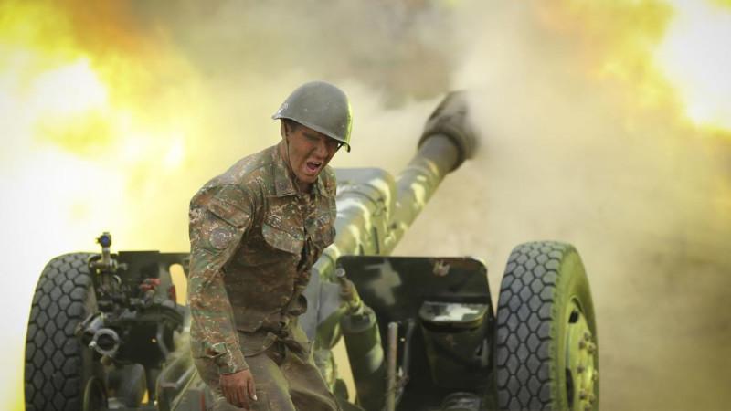 Albert_Hovhannisyan_among_artillery_fire_in_Nagorno_Karabakh