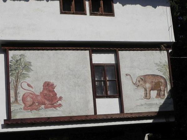 фреска лев