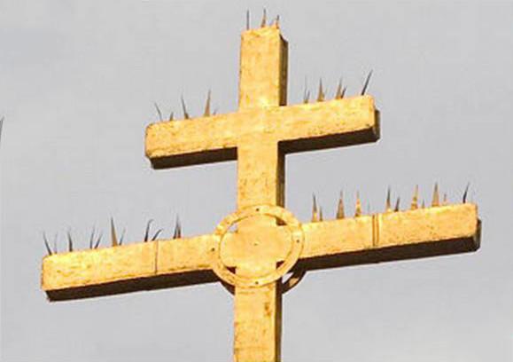 крест с шипами