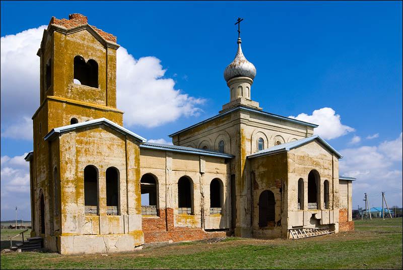 Свято-Георгиевский храм в хуторе Карпов Цимлянского района
