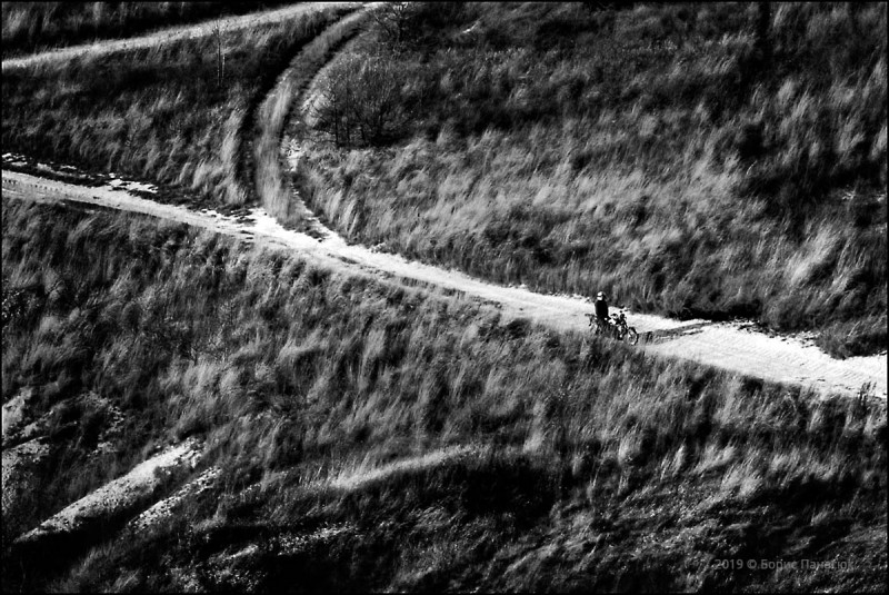 Одинокий мотоциклист