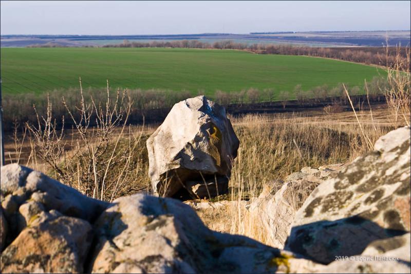 Камень смотрит на юг