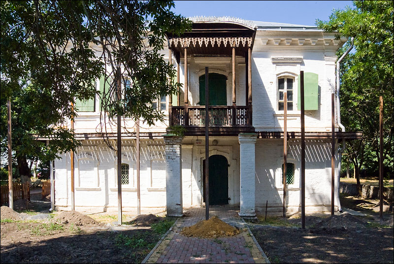 Сваи перед домом Жученковых