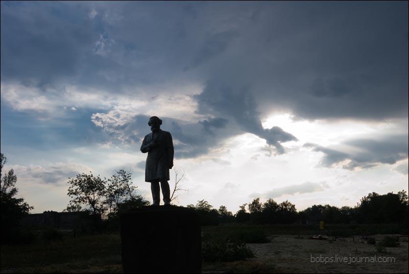 Памятник Карлу Марксу в Плешакове