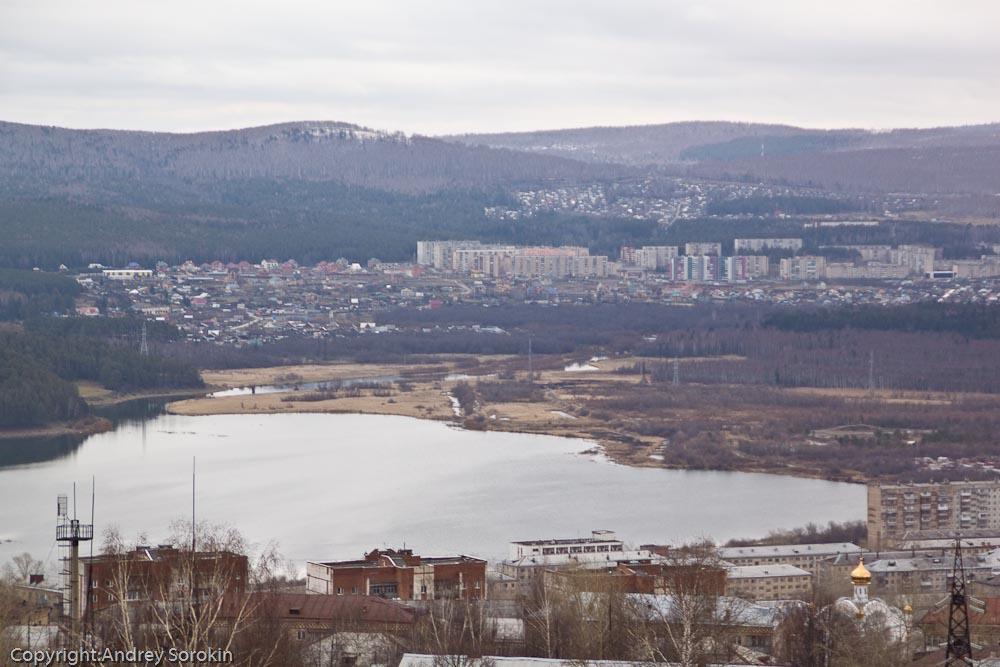 Городской пруд, за которым район машзавода
