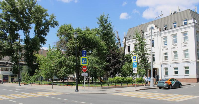 Сквер на месте Успенской церкви. Фото 2020.