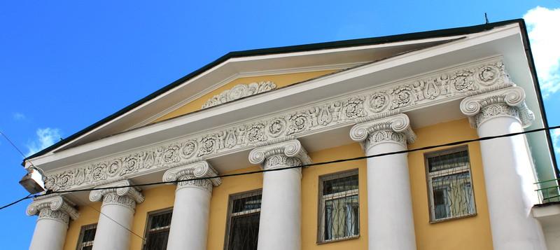 Дом Лаврентьева- Повалишина. Фронтон главного фасада.