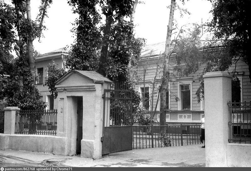 Бывший особняк Ф.Е. Белоусова. Фото 1983-1984.