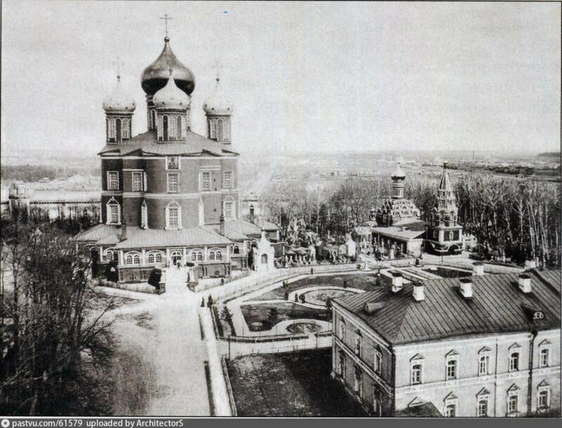 Донской монастырь. Вид на Новый (Большой) собор от Западных ворот. Фото 1865. Пожалуй, это самое старое фотографическое изображение Донского монастыря.