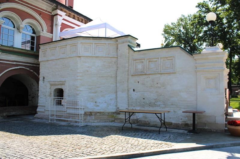 Западное крыльцо собора.