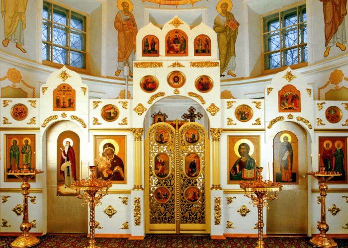 Храм Александра Свирского. Иконостас.