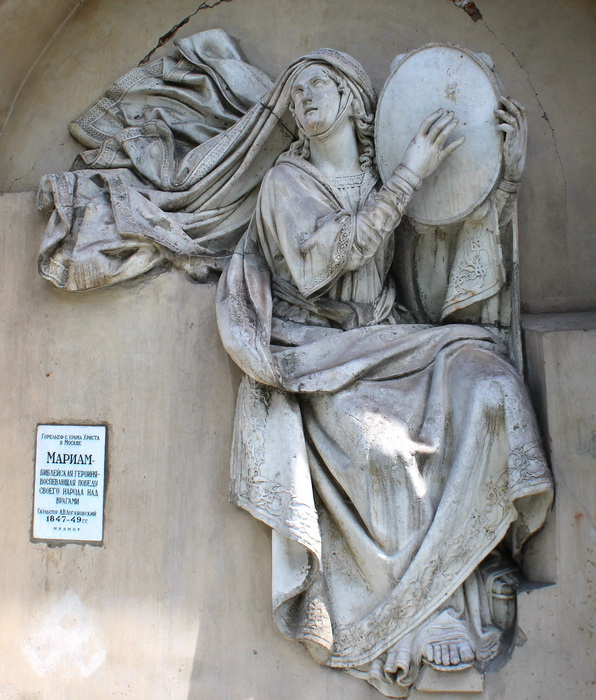 Горельеф «Мариам – библейская героиня, воспевающая победу своего народа над врагами».