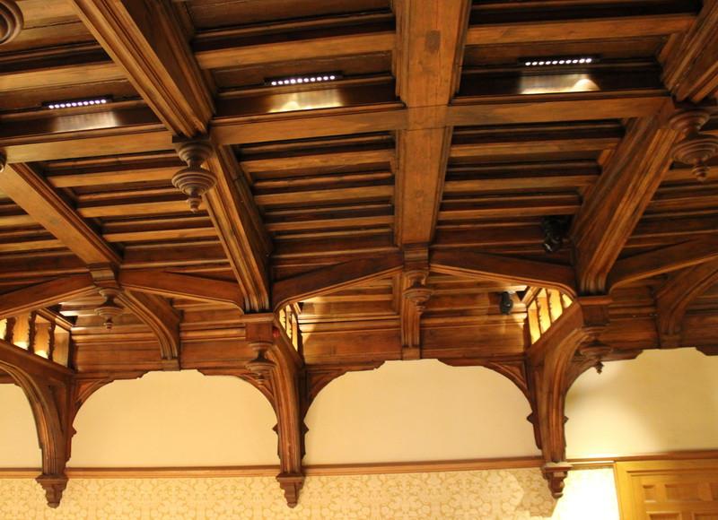 Кессонированный потолок дубового зала.