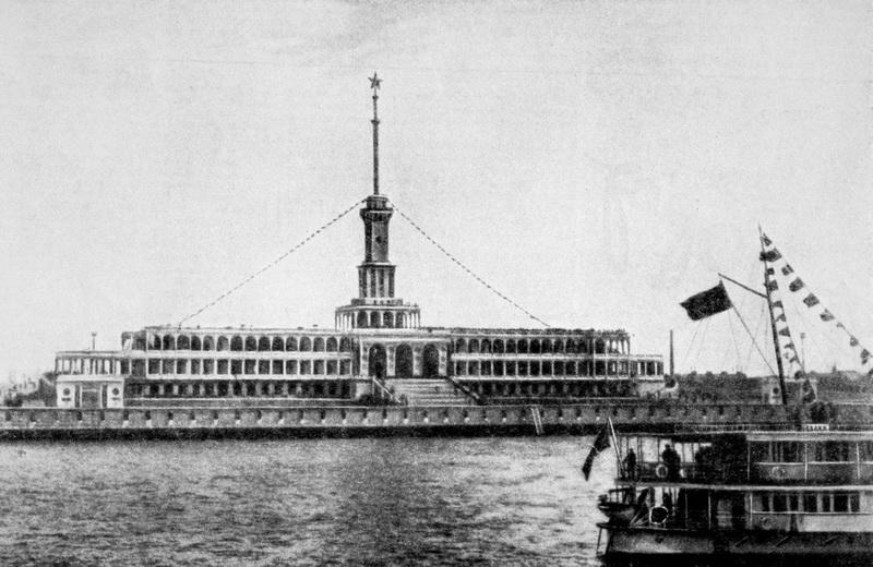 Химкинский речной вокзал. Первая флотилия канала Москва — Волга, 2 мая 1937 года, журнал «Огонёк» № 16 — 17 (20 июня) 1937 года, фото П. А. Трошкина.
