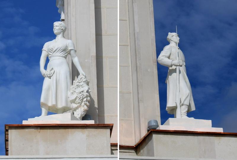 Скульптуры Р.Иодко на башне Северного речного вокзала.