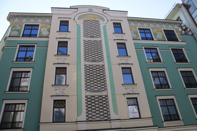 Секция 8 жилого комплекса «Театральный дом» со стороны двора.