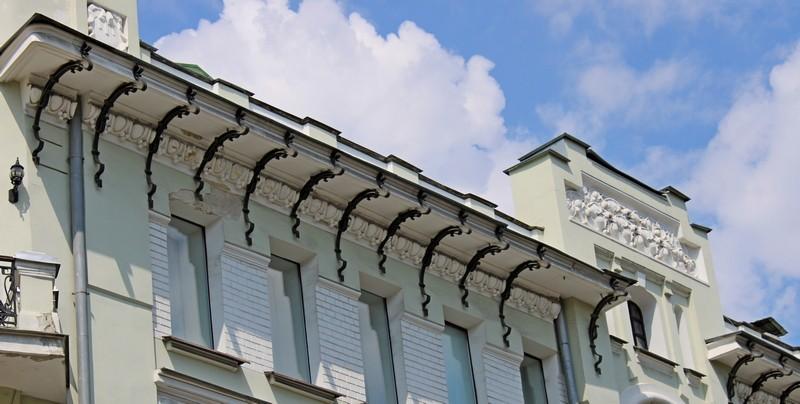 Кронштейны, поддерживающие карниз в стилистике франко-бельгийского ар-нуво.