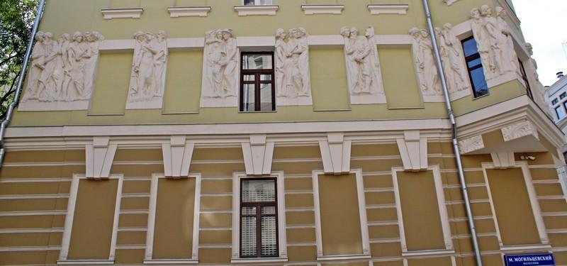 Фасад со стороны Малого Могильцевского переулка.