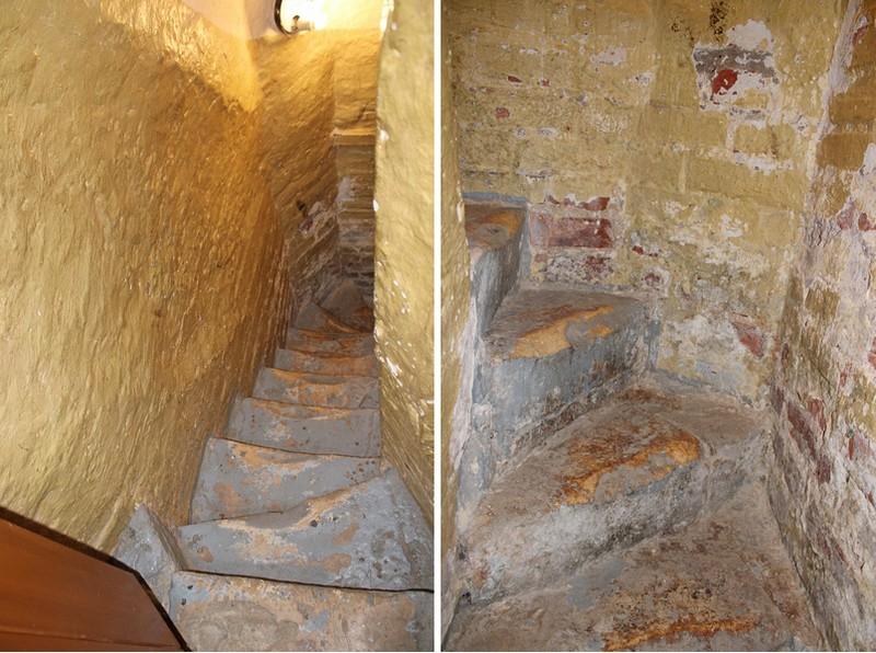 Внутристенная лестница, соединяющая подклет и первый этаж. Фото 2021.
