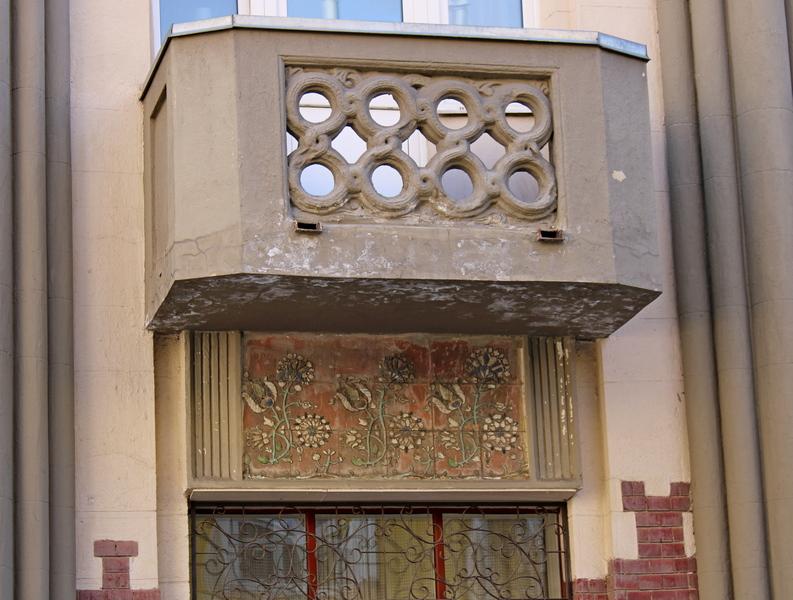Доходный дом Мелетиных. Майоликовый декор. Фото 2021.