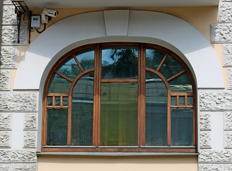 Сохранившийся оригинальный переплет окна.