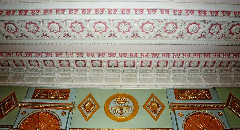 Потолочный фриз Малиновой гостиной.