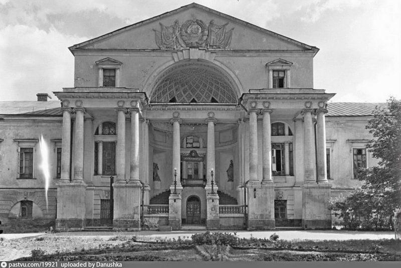 Институт физкультуры имени Сталина. Фото 1944. Источник: Фотохроника ТАСС. Автор: П. Клепиков.