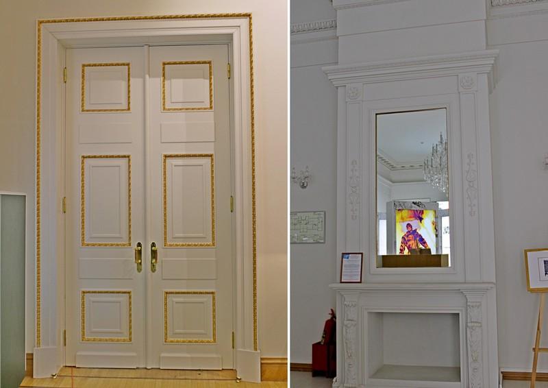 Декор дверных полотен и мраморный камин.