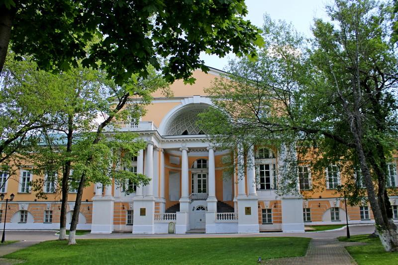 Главный дом усадьбы Разумовских. Проект архитектора Н.А. Львова. 1799-1807. Фото 2021.