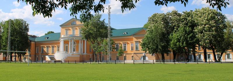 Дом графа А.К.Разумовского. Парковый фасад. Фото 2021.
