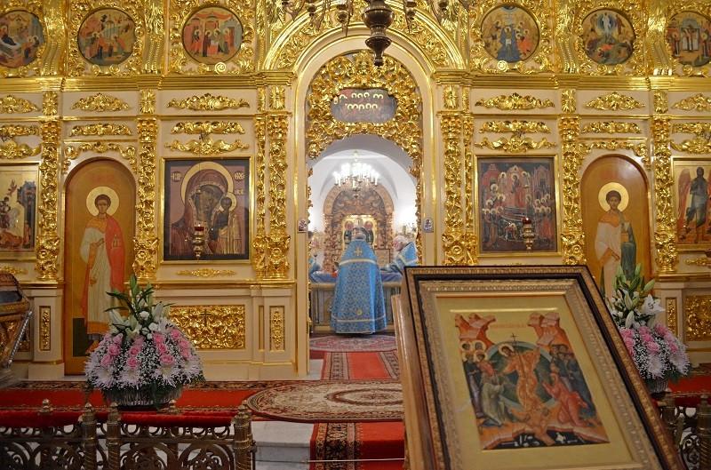Иконостас церкви Казанской иконы Божией матери.