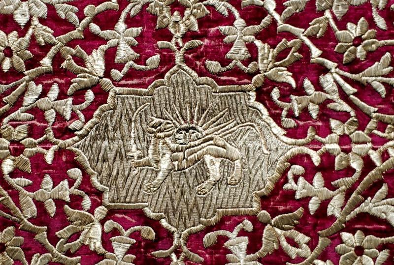 Фрагмент. Коврик. Конец XIX – начало ХХ вв. Ткань бархатная, золотое шитье.
