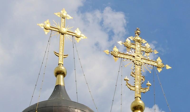 Центральный крест храма во имя Сергия Радонежского теперь снова украшен короной.
